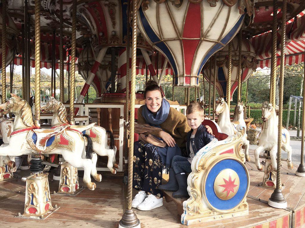 Met Ruben in de draaimolen in Plaswijckpark